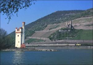 Umgeleiteter InterCity auf der rechten Rheinstrecke