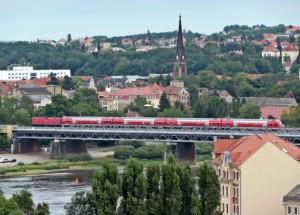 S-Bahn überquert die Elbe in Meißen