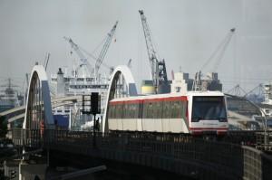 U-Bahn vor dem Hafen