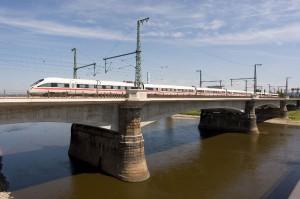 ICE auf der Dresdner Marienbrücke