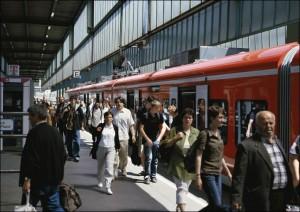 Fahrgäste im Stuttgarter Hauptbahnhof