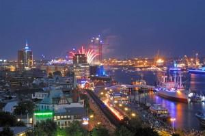 Blaue Stunde auf den Hamburg Cruise Days