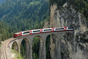 Glacier-Express auf dem Landwasser-Viadukt