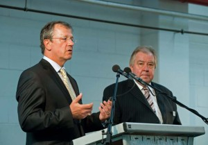 VRR-Vorstandssprecher Martin Husmann mit Bogestra-Vorstand Gisbert Schlotzhauer
